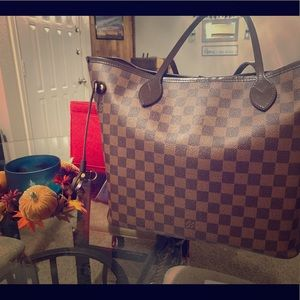 **Authentic** Louis Vuitton Neverfull Mm